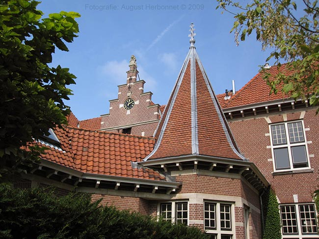 Het voormalig weeshuis aan de Olieslagerslaan te Haarlem.